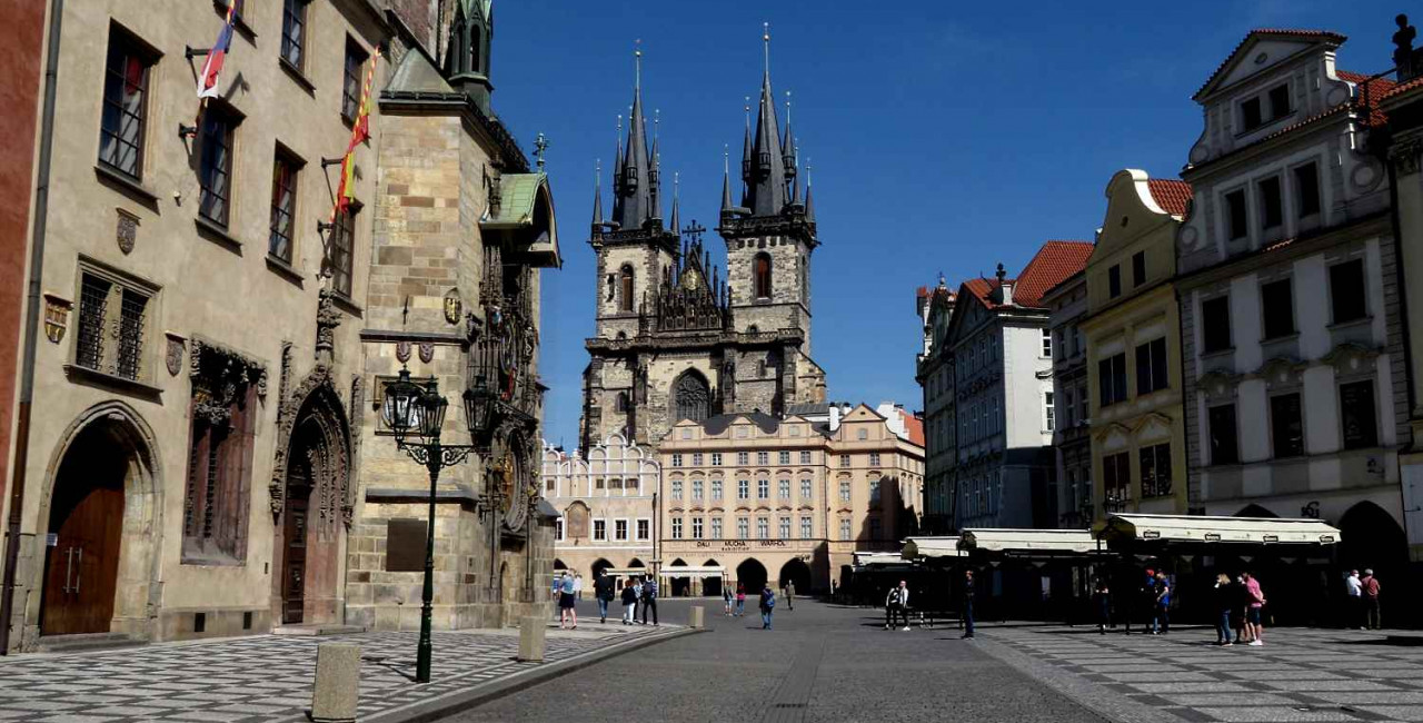 Prague's Old Town Square without tourists / via Raymond Johnston