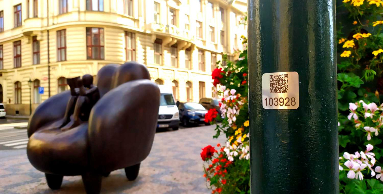 QR code on a lamp post near Old Town Square / via Raymond Johnston
