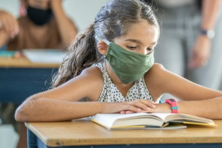 Czech Health Minister: Face masks to be mandatory in classrooms, pubs closed after midnight
