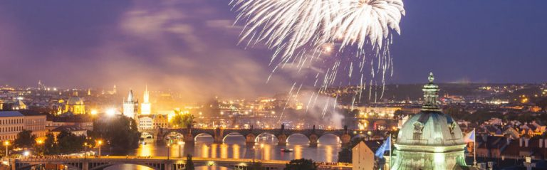 VIDEO: Fireworks at Charles Bridge Honor Chinese President