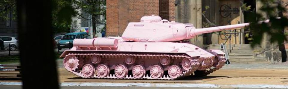 Activists Attempt to Paint David Černý's Pink Tank Green