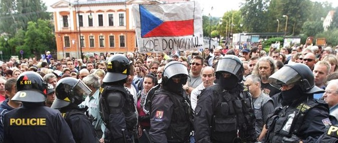 Anti-Roma riots spread in ČR raising fears