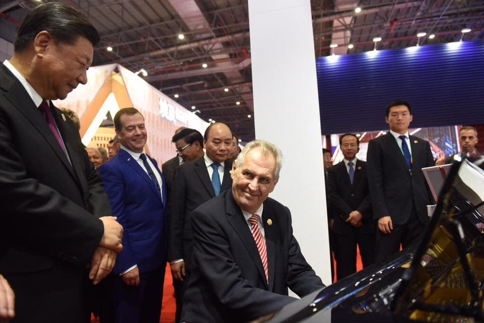 Czech President Miloš Zeman Plays Piano for Chinese Leader Xi Jinping