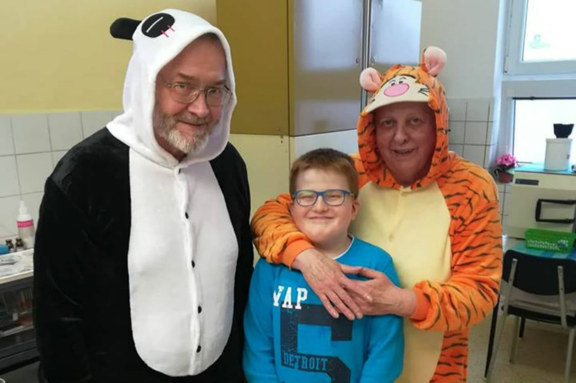 Czech dentist dons panda suit to treat children with autism