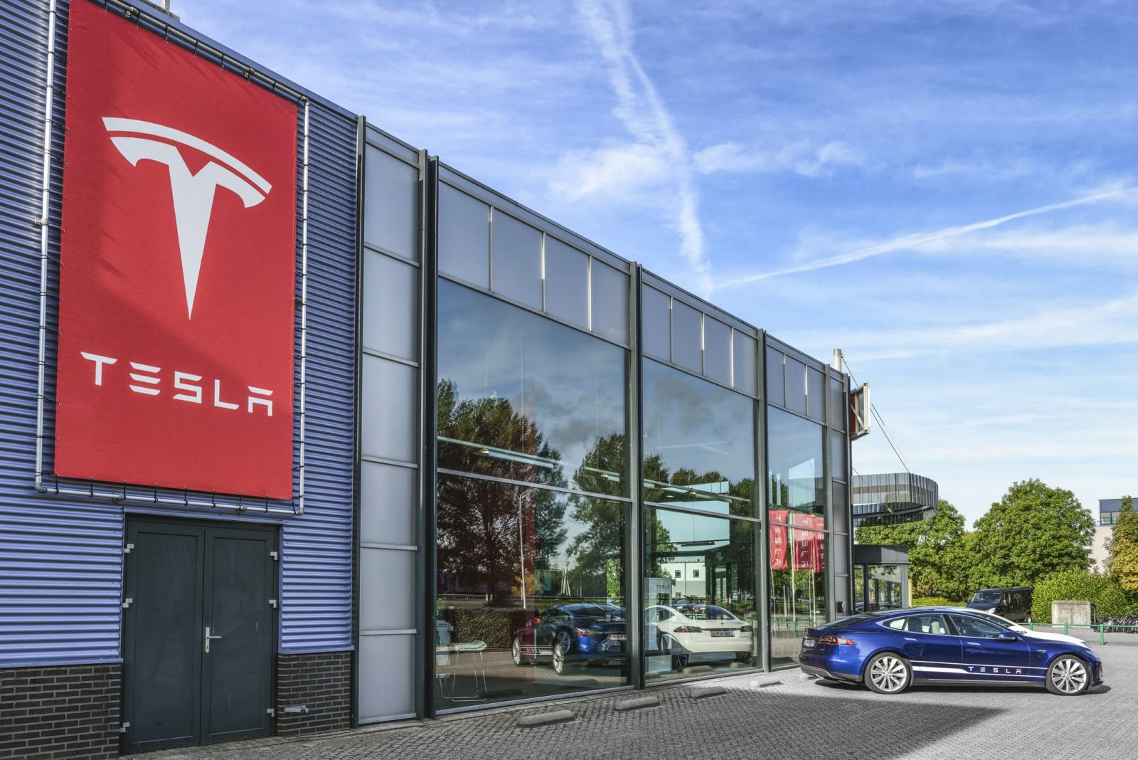 Tesla quietly launches Czech operations, now looking for employees