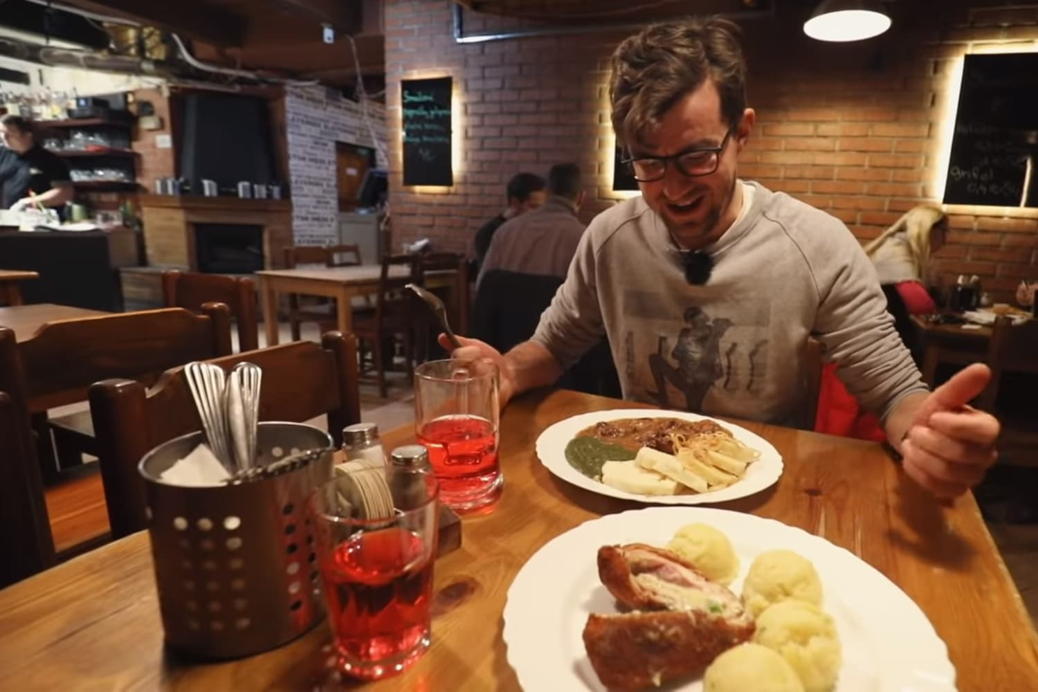 VIDEO: Honest Guide on where to get Czech food in Prague 24/7
