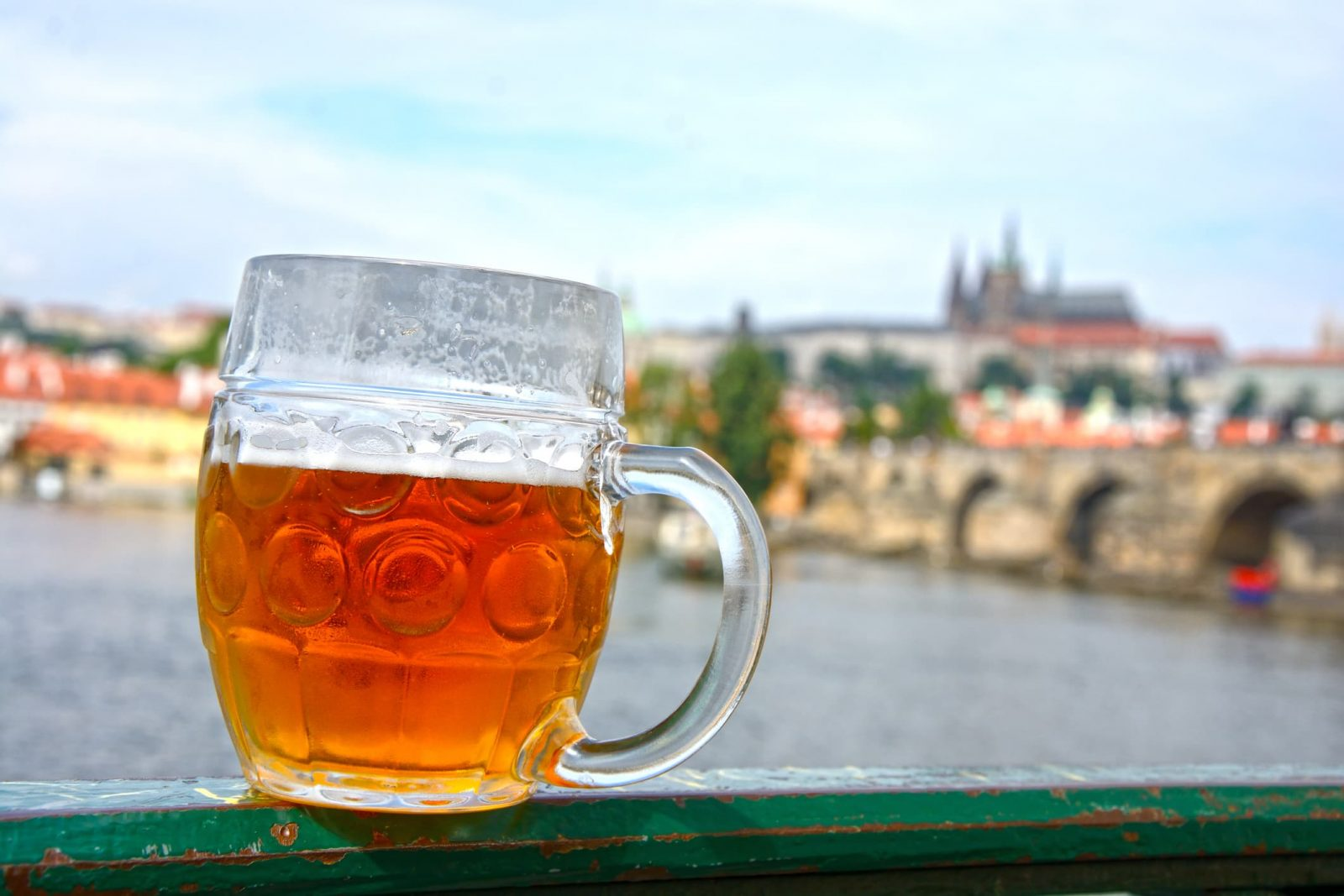 Polish journalists thirsty to test allegedly contaminated Czech beer