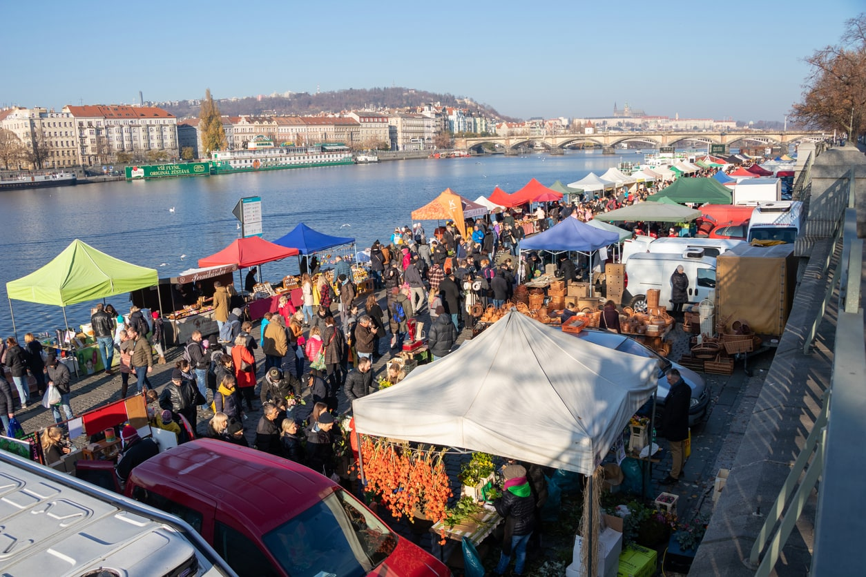Prague farmers' markets kick off spring 2019 season, pledge to go plastic-free
