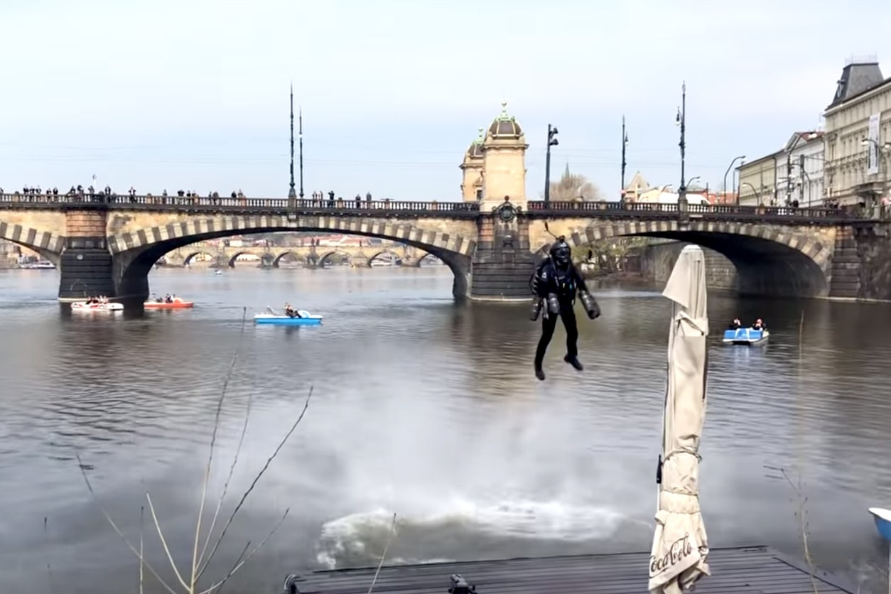 VIDEO: Real-life Iron Man flies above Prague