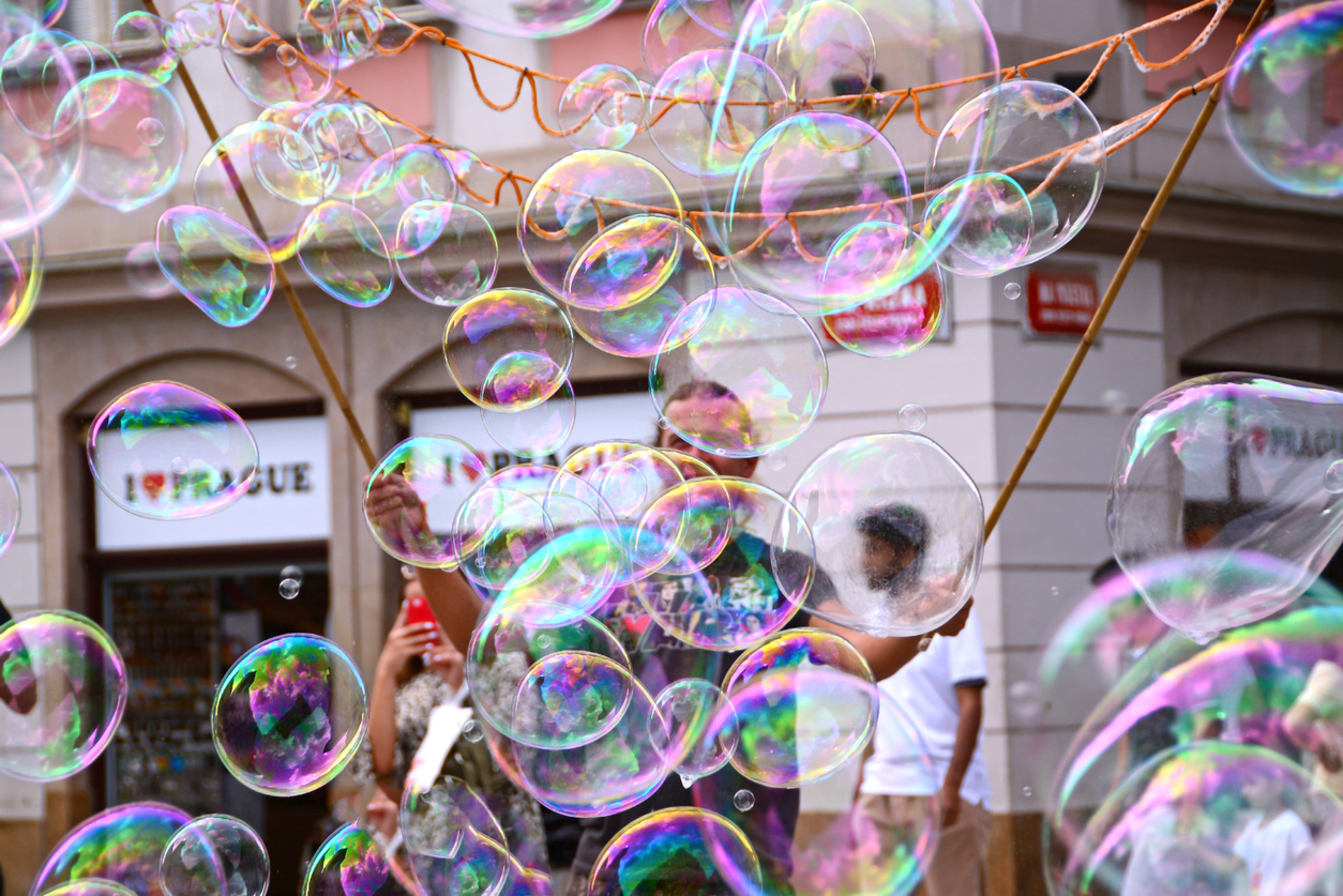 No more bubbles or bears: Prague sets new decree for buskers