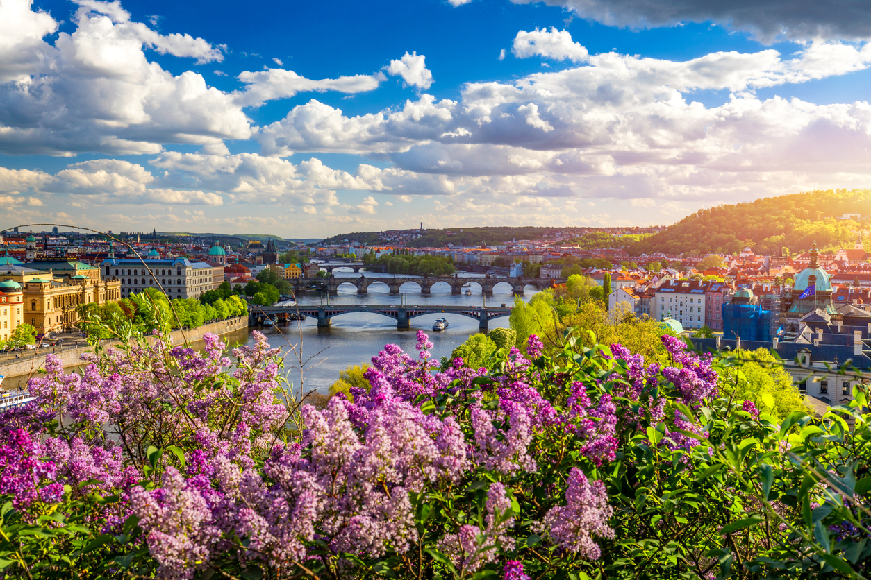 Prague plans to *completely* eliminate CO2 emissions within 30 years