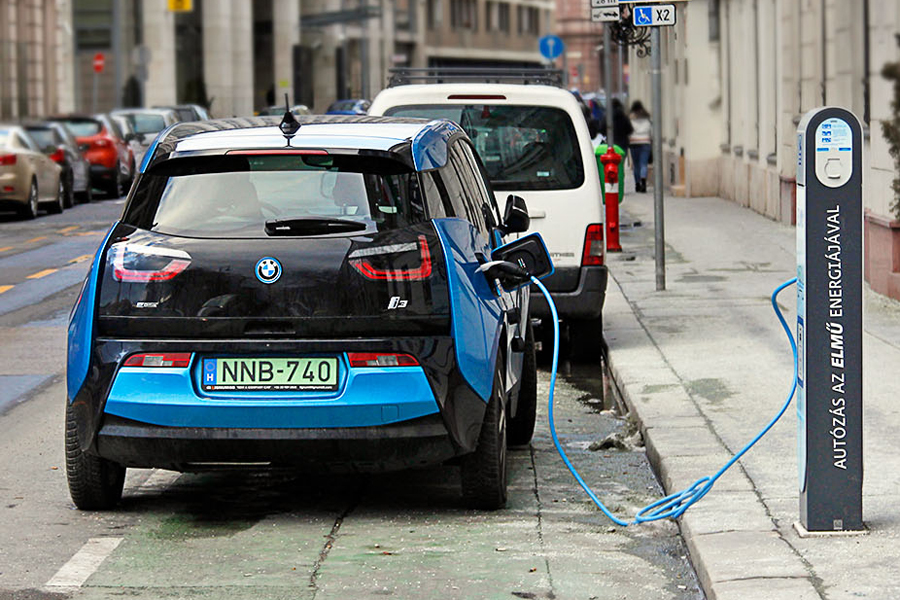 Bursík: Prague should become free of gasoline-powered cars in the future