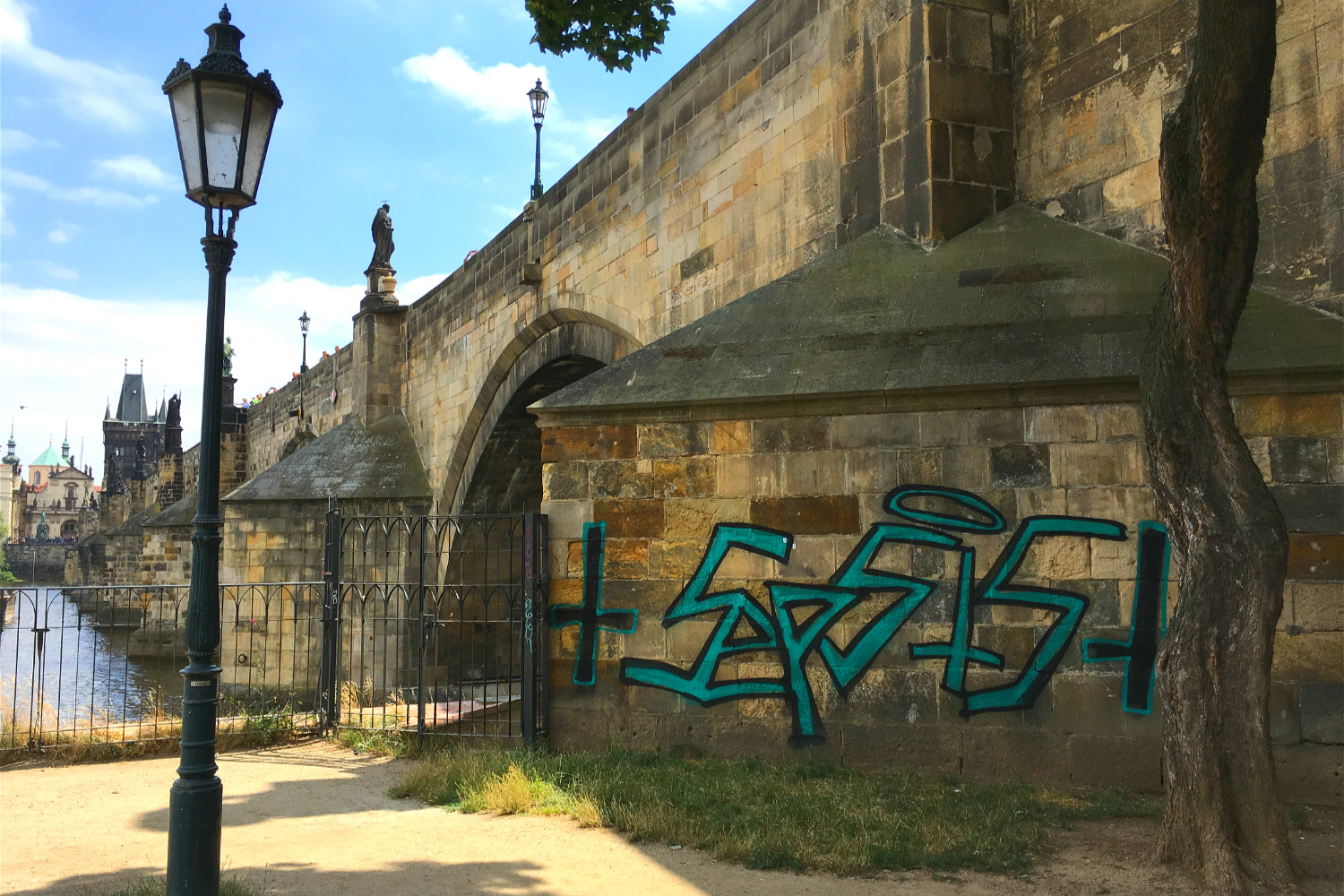 Foreigners spray painting Prague's Charles Bridge caught 'blue handed' by police, face up to 3 years in prison