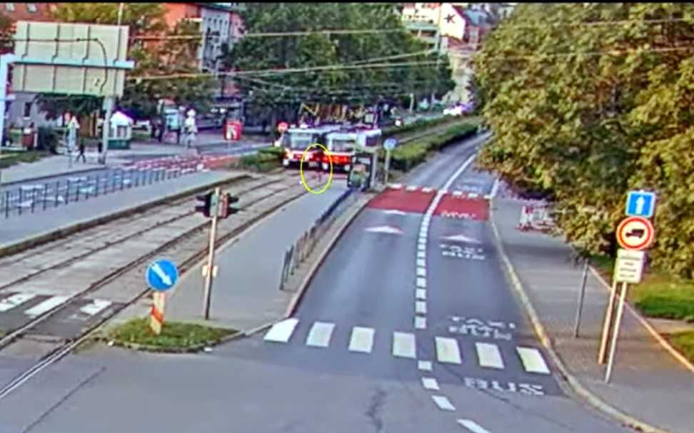 Video: Brno tram and pedestrian accident draws attention to inattention while walking