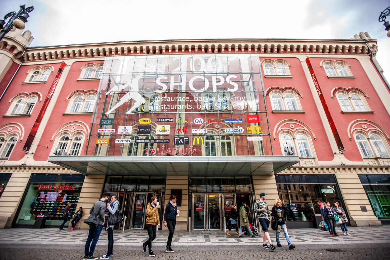 Czechs still like to shop at malls, especially for food, despite growth in e-commerce