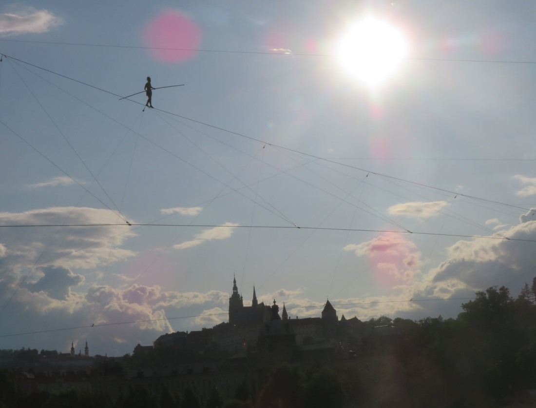 Tightrope walker kicks off 16th edition of Letní Letná by going 35 meters above the Vltava