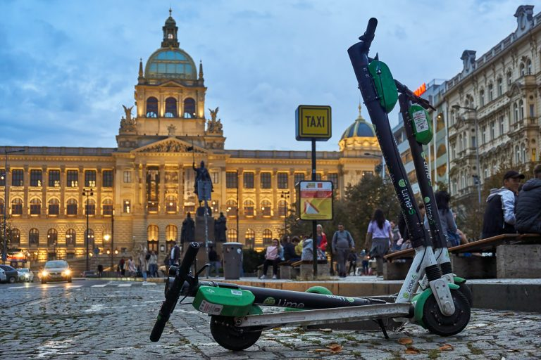 Lime scooters on Prague's Wenceslas Square (via iStock.com / Thomas Demarczyk)