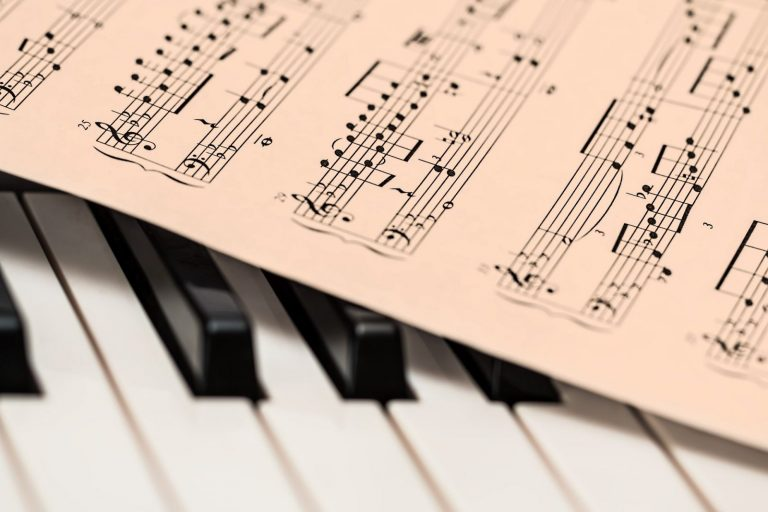 Piano with sheet music by Steve Buissinne from Pixabay