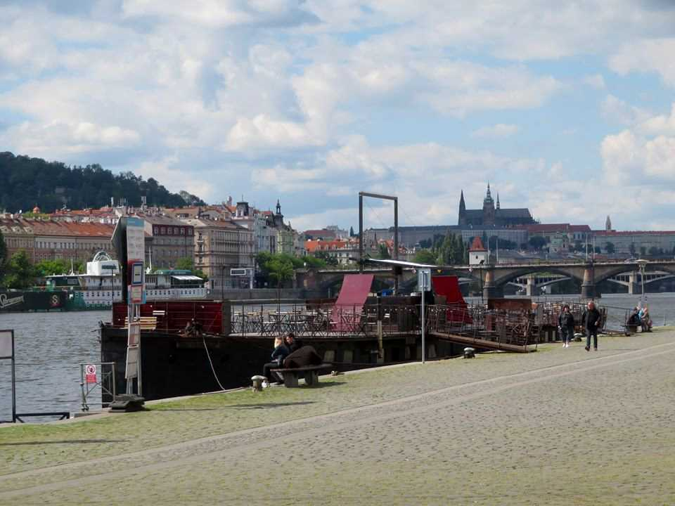 , Prague's (A)void Floating Gallery on Náplavka may cease operations at the end of May, Expats.cz Latest News & Articles - Prague and the Czech Republic, Expats.cz Latest News & Articles - Prague and the Czech Republic
