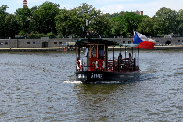 New ferry service connects Prague's Náplavka and Smíchov waterfronts